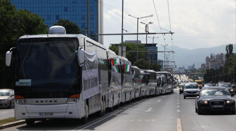 Превозвачите и такситата излизат на протест в сряда