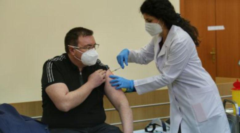Министър Ангелов: Критиците на ваксините са социални лешояди!