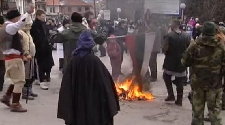 България иска присъди за изгореното в Македония знаме