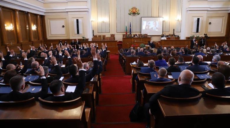 След люти кавги: Парламентът прие оставката на правителството на Бойко Борисов