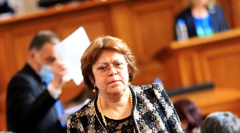 Татяна Дончева размаха голямата секира – ремонтира правилника на парламента