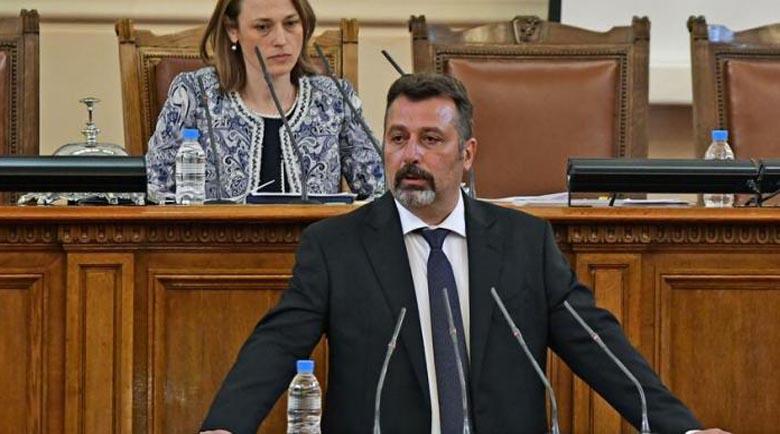 Филип Станев: Депутатите от ГЕРБ се държат по-грозно и от пияни бабаити