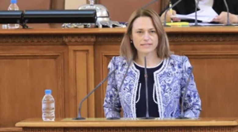 Ива Митева: Отменяме великденската ваканция на депутатите