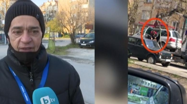 Кошмар: Паяк вдигна кола с дете вътре в купето