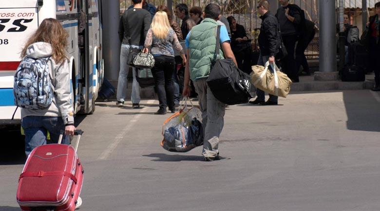 Половин милион стягат куфарите за празниците