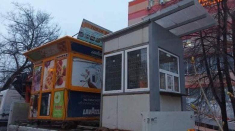 """Демонтираха павилионите пред болница """"Св. Иван Рилски"""", където загина Людмил"""