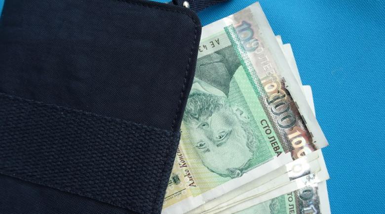 Жена намери забравено портмоне в Сопот, задигна парите