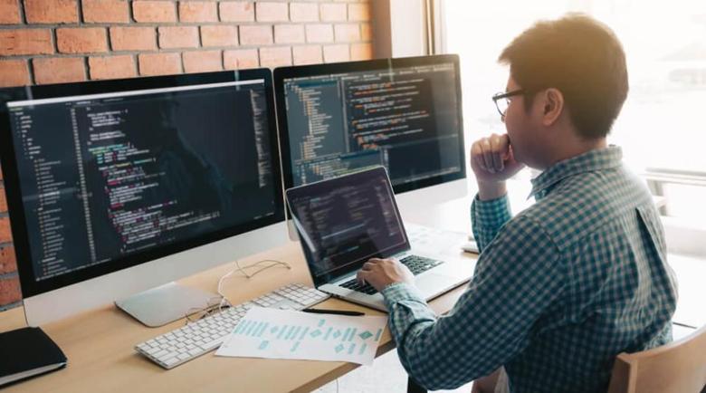 Програмистите взимат над 40 хил. лв. годишно