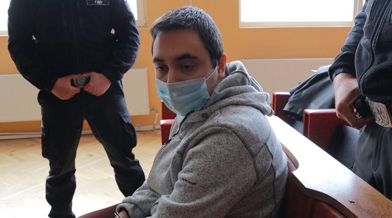 Стефан, който закла майка си: Уплаших се, че друг ще я убиe и затова…