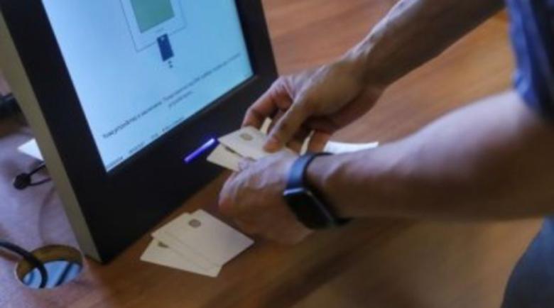Избирател пусна в урната смарт карта, вместо талончето от машината
