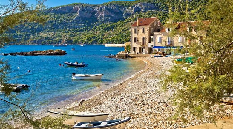 """""""Островът на Тито"""": Освен красивите плажове има и бункери"""