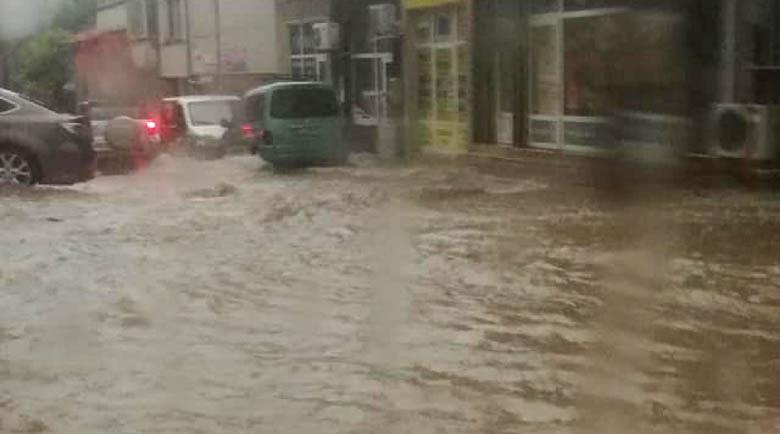 В Гърция спират да работят за днес заради лошо време и бури