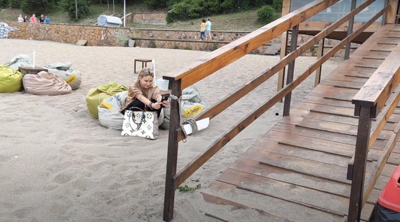 Мария Бакалова отиде на плаж в родния Бургас
