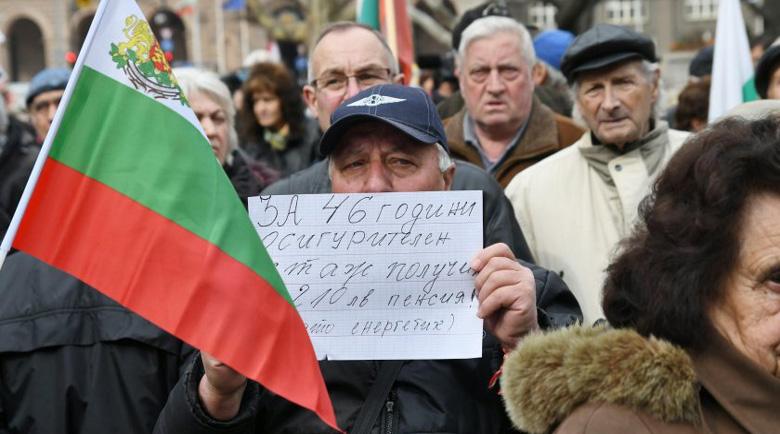 Министърът призна: 1 000 000 българи бедстват с минимална пенсия