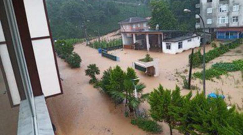200 евакуирани след наводненията в Турция (Видео)