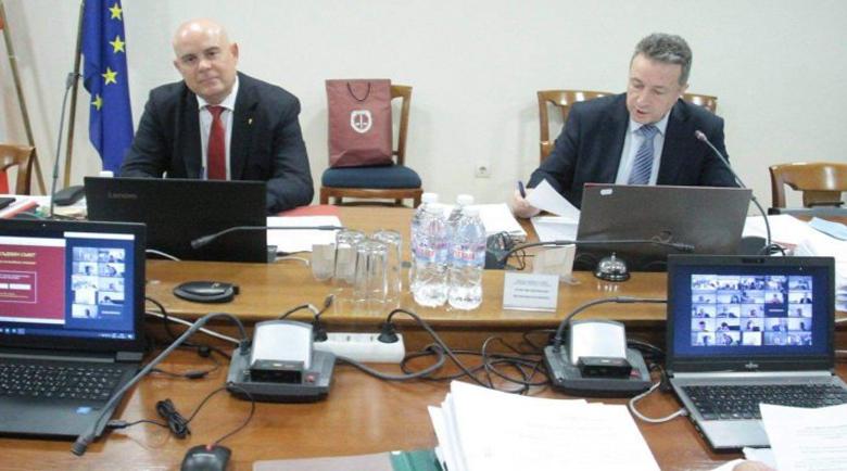 """Янаки Стоилов прехвърли въпроса за """"фалшивата"""" диплома на Иван Гешев"""