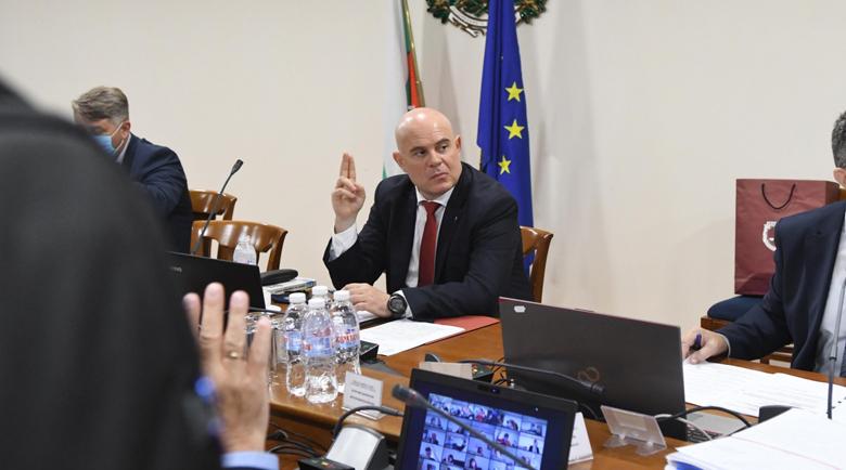 След 6 часа спорове и дебати: ВСС отхвърли искането за отстраняване на Гешев