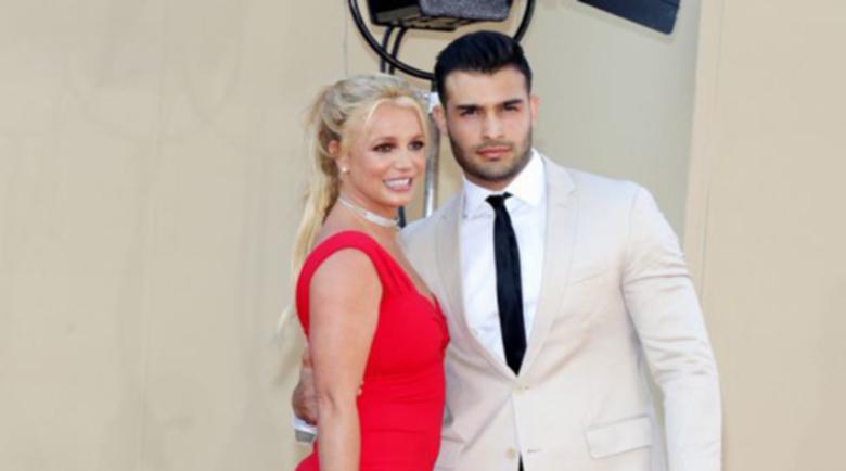 Бритни Спиърс се сгоди за младото си гадже