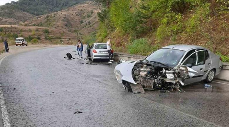 Четирима ранени след челен удар на пътя за Банско