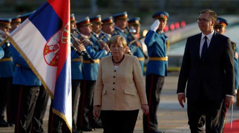 Сръбски политик към Меркел: Вземи Вучич със себе си