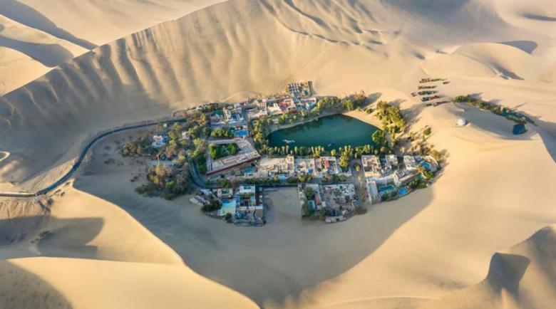 """Пустинно чудо: Лечебно езеро, около което """"поникна"""" 5-звезден курорт"""