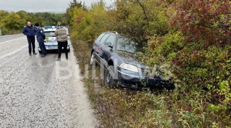 """""""Пасат"""" излетя в канавката, шофьорът избяга"""